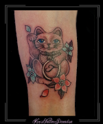 maneki neko japanse poes wenkende kat gelukskat onderarm initialen