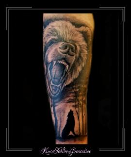 beer wolf bos bomen nacht onderarm