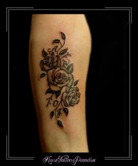 bloemen initialen onderarm