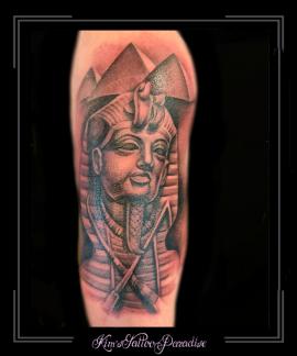 farao piramides egypte bovenarm