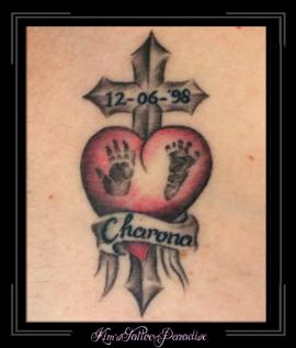 gedenktattoo kruis en hart