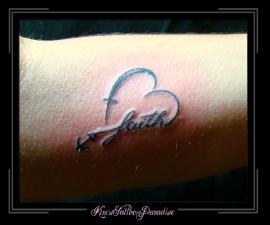 geloof hoop liefde onderarm