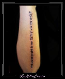 hindisch tekst onderarm