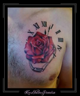 klok roos borst