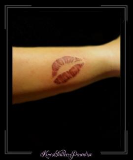 kus lippen onderarm