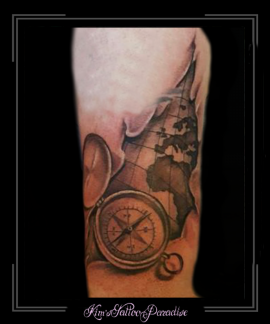 landkaart en kompas bovenarm