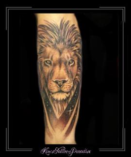 leeuw portret onderarm