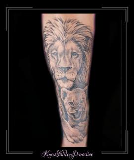 leeuw welp onderarm