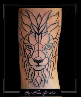 leeuw,lijnen,strak,abstract,bovenarm,