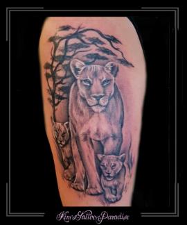 leeuw,welpen.boom,bovenarm,roofdier,