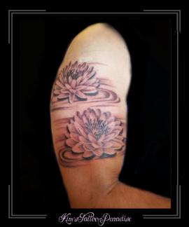 lotus bloemen bovenarm