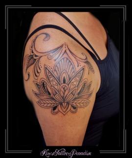 mandala lotus bloemen bovenarm