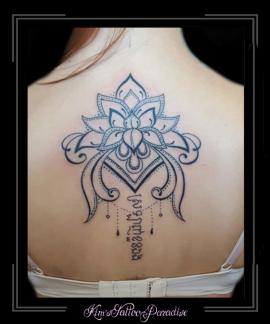 mandala bloem en tekst rug