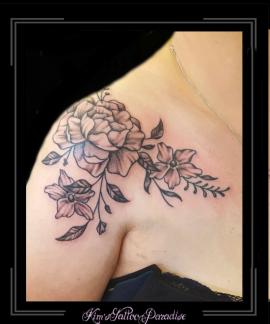 roos rozen bloemen schouder