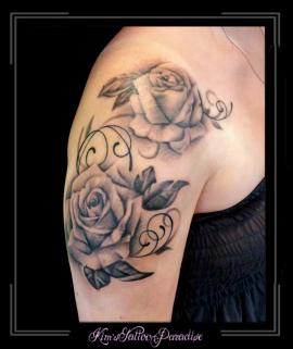 rozen bloemen bovenarm