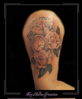 rozen en klok bovenarm