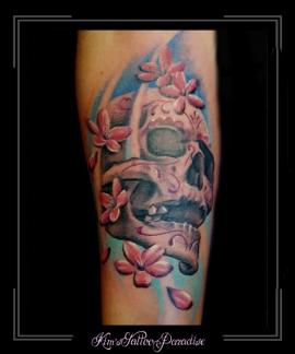 skull schedel bloesem bloemen onderarm