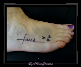 tekst met vogeltjes voet