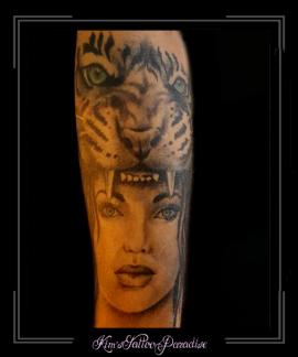 tijger gezicht vrouw onderarm roofdier