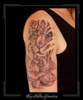 luipaard en lotus bovenarm