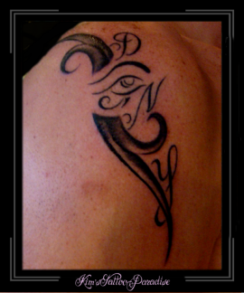 tribaltje met initialen