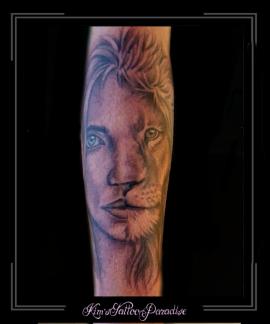 vrouw leeuw halve vrouw halve leeuw sterrenbeeld onderarm