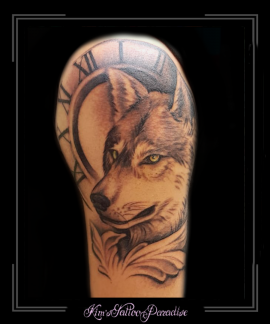 wolf hond klok bovenarm