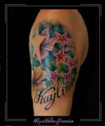 bloemen en ster bovenarm