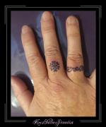 vinger tattoo