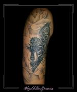 wolf mandala en lelies bovenarm