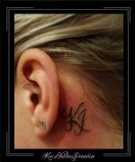 initialen,oor,nek,