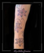 lelies bloemen arm