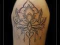 mandala lotusbloem bovenarm