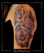 rozen bovenarm bloemen