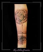 rozen roos bloemen waterdruppels water onderarm