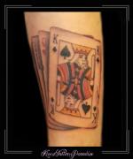 speelkaarten kaarten harten vrouw schoppen koning joker onderarm