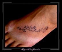 voet tattoo hart en initialen