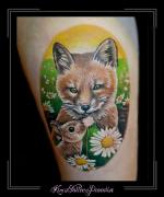 vos konijn bloemen bovenbeen