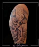 vrouw skul bovenarm