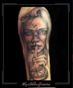 vrouw,gezicht,klok,kompas,bovenarm,vinger,