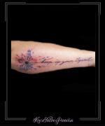 watercolor bloem tekst onderarm