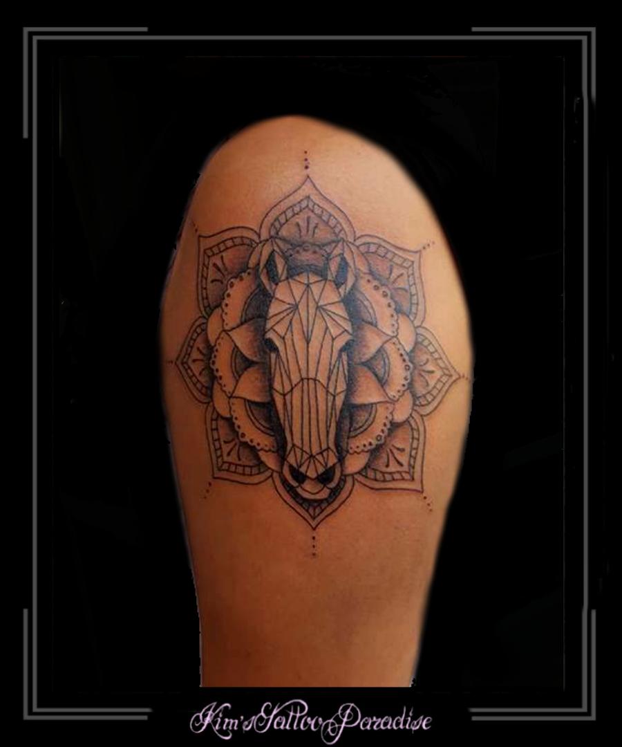 Paard Mandala Bovenarm Bloem Kims Tattoo Paradise