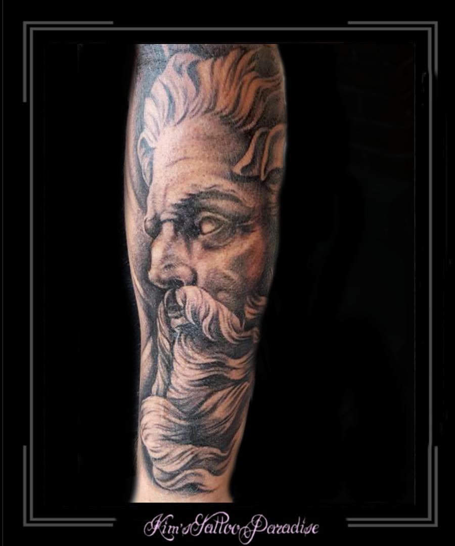 Poseidon Romeins Man Portret Onderarm Kims Tattoo Paradise