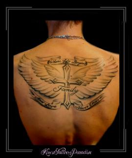 kruis,vleugels,veren,tekst,rug