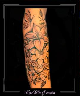 mandalabloemenvlinderlelieonderarm