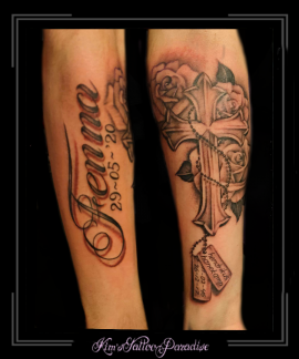 naam,namen,kruis,ketting,rozen,bloemen,dogtags,datum,onderarm,gedenktattoo,