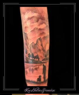 silhouetmanhondbergenbomenwolkenlucht