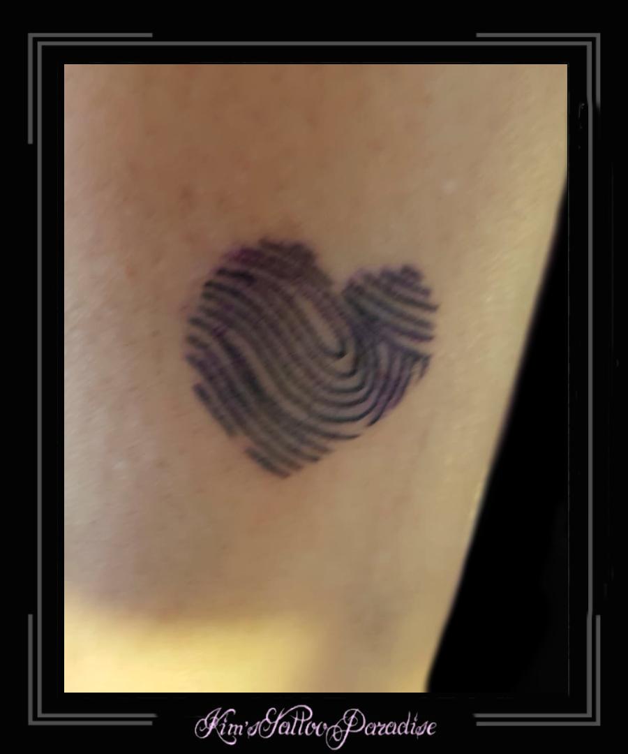 Vingerafdruk Hart Onderarm Kims Tattoo Paradise