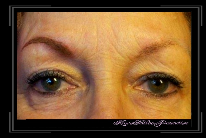 wenkbrauwen en eyeliner